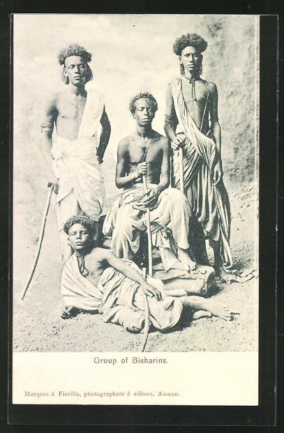 AK Group of Bisharins, afrikanische junge Männer in Gewändern