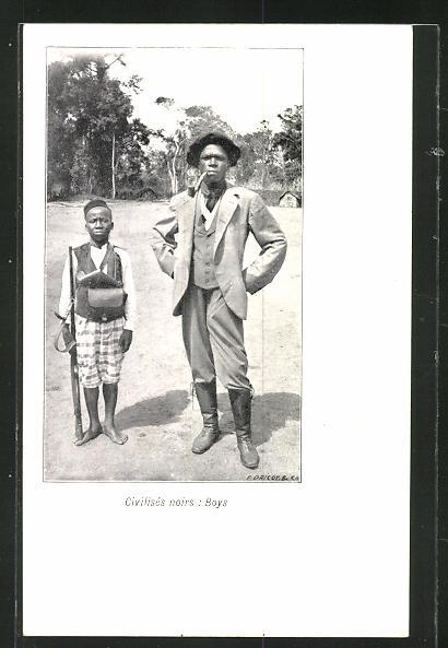 AK Congo, Afrikaner im Anzug mit Pfeife und junger Wächter mit Gewehr