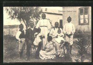 AK Afrikanische Familie in westlicher Kleidung, Familien Gebra Leul, afrikanische Volkstypen