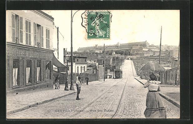 AK Gentilly, Rue des Ecoles et Tramway
