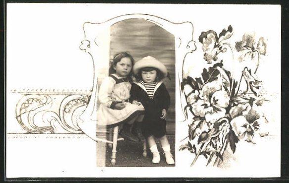 Foto-AK Zwei Kinder mit Blumen im Passepartout