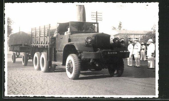 Foto-AK Lastkraftwagen mit Soldaten in Uniform
