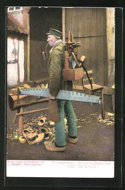 AK Westfälischer Holzschuhmacher nach der Arbeit