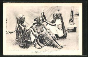 AK Djibouti, Coiffeuse indigène, afrikanische nackte Frau