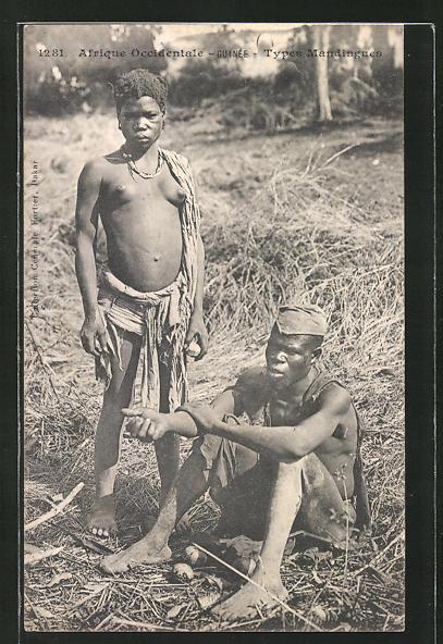 AK Guinée, afrikanische nackte Frau mit ihrem Mann auf dem Feld