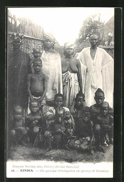 7228bcc6b65a8b AK Kindia, Un groupe d'Indigènes, Einheimische in ihrem Dorf, Frau mit