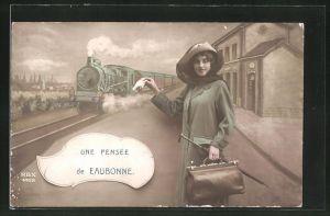 AK Eaubonne, junge Frau mit Koffer auf dem Bahnsteig mit Eisenbahn