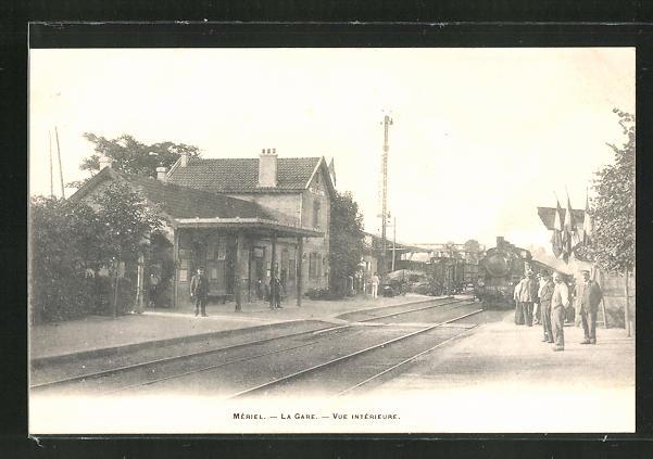 AK Meriel, La Gare, Vue interieure, Eisenbahn fährt in den Bahnhof ein