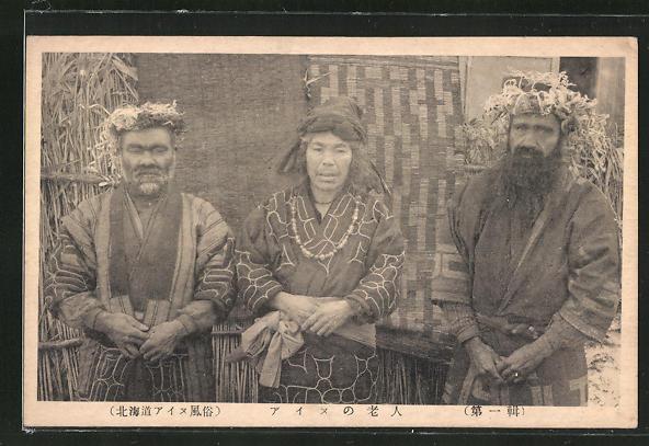 AK Ainu, japanische Ureinwohner vor ihrer Hütte
