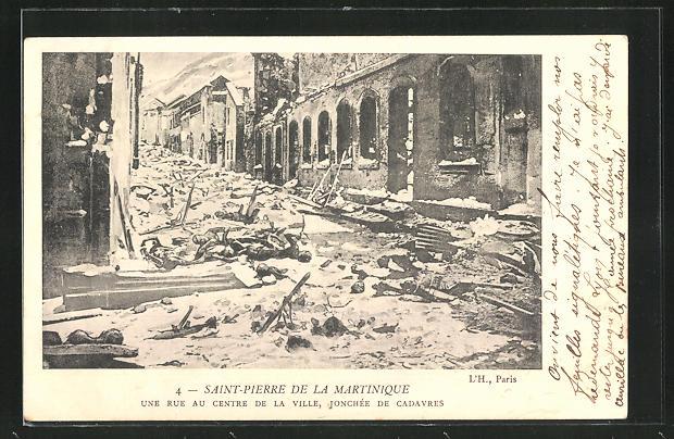 AK Saint-Pierre de la Martinique, Une Rue au Centre de la Ville, Vulkanausbruch, Leichen in Strasse