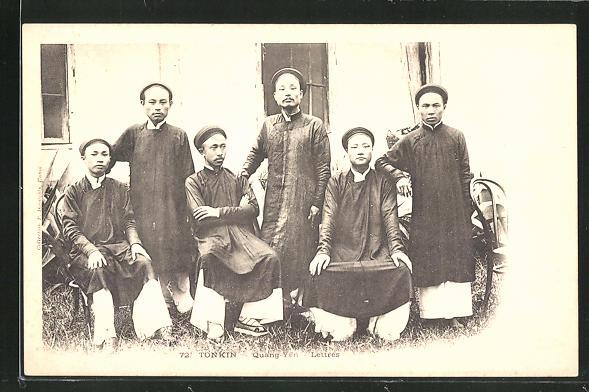 AK Quang-Yen, Lettrés, Männer aus Tonkin in traditioneller Garderobe