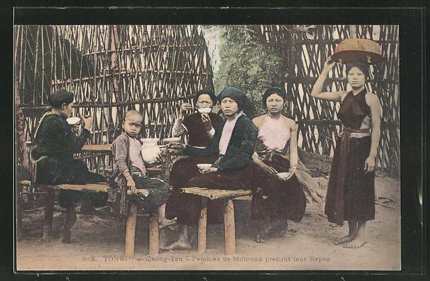 AK Quang-Yen, Femmes de Miliciens prenant leur Repas, Frauen und Kinder aus Tonkin beim Essen