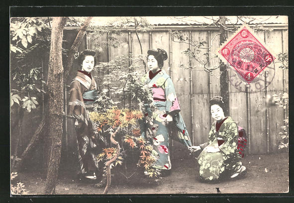 AK drei Japanerinnen in Kimono in Garten, Geishas