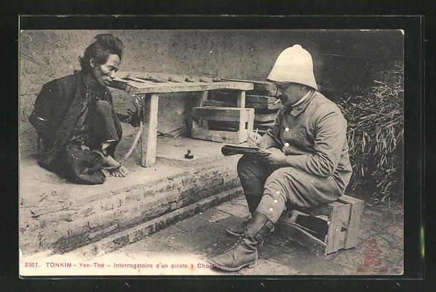 AK Yen-Thé, Interrogatoire d'une pirate às Cho, Europäer verhört Gefangenen, Tonkin