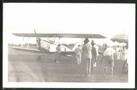 Foto-AK Aéroclub du Cameroun, Flugzeugtaufe, Doppeldecker, Kamerateam, Film