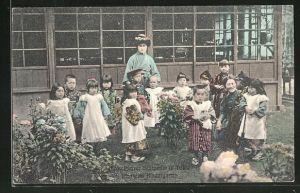 AK Tokio, Frau Pfarrer Schroeder mit ihrem Kindergarten