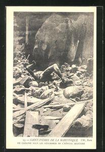 AK Saint-Pierre de la Martinique, Un Cadavre sous les Dècombres de L' Hopital Militaire, Vulkan
