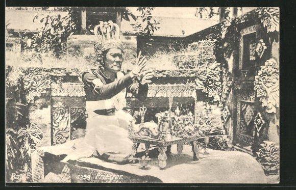 AK Bali, Priester bei einer Zeremonie 0