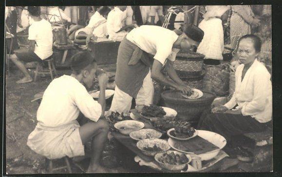 AK Java, Indonesische Händler sitzen neben ihren Waren 0