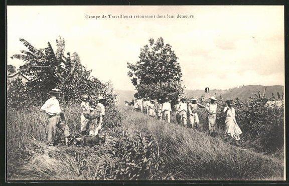 AK Martinique, Groupe de Travailleurs retournant dans leur demeure 0
