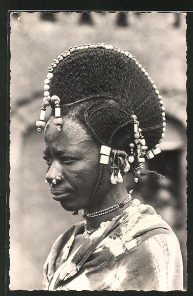 AK Niger, Coiffure de femme Peule, afrikanische Volkstypen mit toller Frisur