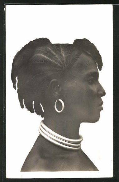 AK Cote d'Ivoire, Femme Guerret, afrikanische Frau mit aufwendiger Flechtfrisur