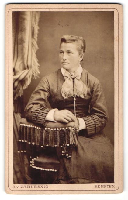 Fotografie O. v. Zabuesnig, Kempten, Portrait junge Frau mit zusammengebundenem Haar 0