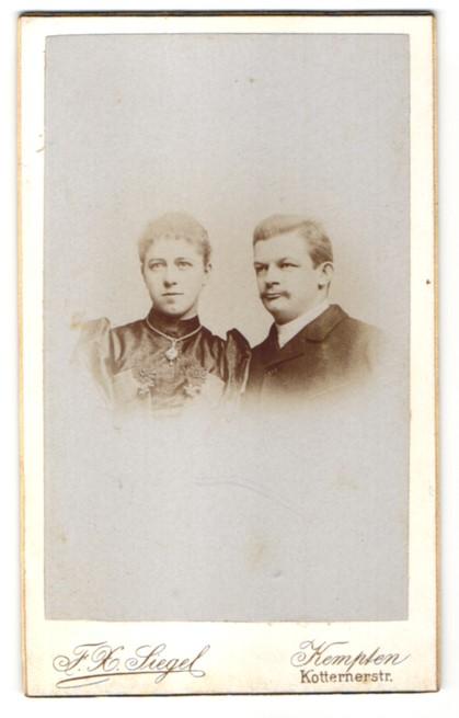 Fotografie F. X. Siegel, Kempten, Portrait bürgerliches Paar