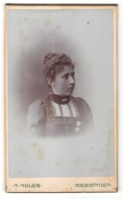 Fotografie A. Adler, Memmingen, Portrait Dame mit zusammengebundenem Haar 0