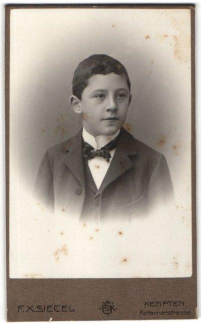 Fotografie F. X. Siegel, Kempten, Portrait Bub in feierlichem Anzug 0