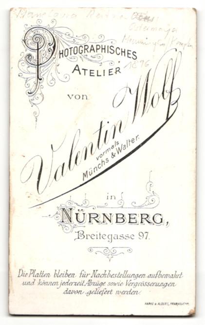 Fotografie Val. Wolf, Nürnberg, Portrait Säugling in Leibchen 1