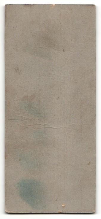 Fotografie Wilh. Boos, Pfarrkirchen, Knabe mit brünettem Haar und Zigarillo im Anzug 1