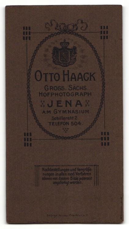 Fotografie Otto Haack, Jena, lächelnder Herr mit Oberlippenbart und Melonenhut im Mantel 1