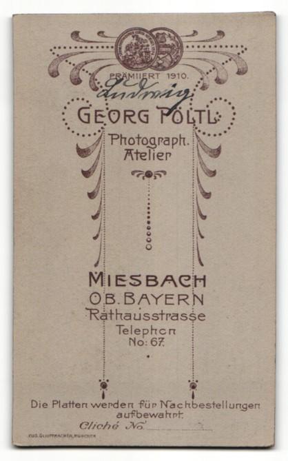 Fotografie Georg Pöltl, Miesbach i. Ober-Bayern, Portrait Bub in feierlicher Kleidung mit Kerze 1