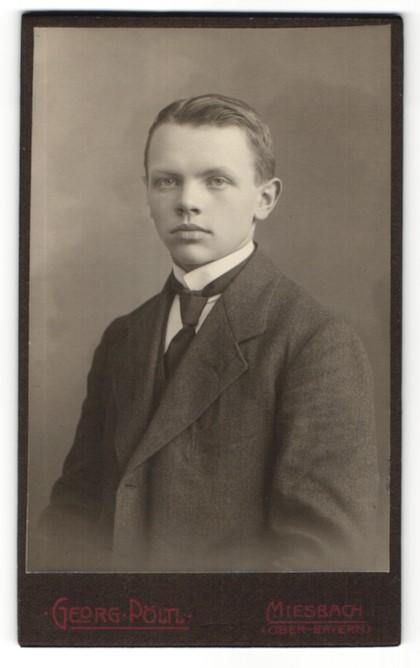Fotografie Georg Pöltl, Miesbach i. Ober-Bayern, Portrait Bub in Anzug 0