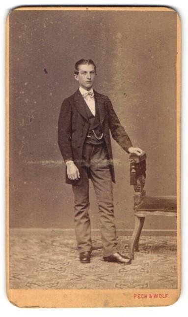Fotografie Pech & Wolf, Budweis, Portrait halbwüchsiger Knabe in feierlicher Kleidung 0
