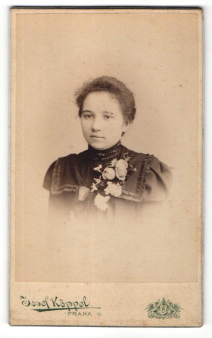 Fotografie Josef Köppel, Praha, Portrait junge Frau mit zusammengebundenem Haar 0