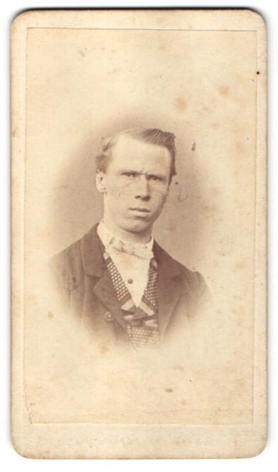 Fotografie J. H. Steffel, Prag, Portrait Herr mit zeitgenöss. Frisur 0