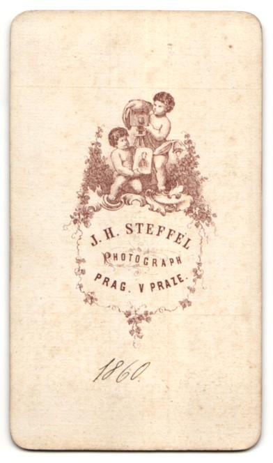 Fotografie J. H. Steffel, Prag, Portrait Herr mit zeitgenöss. Frisur 1