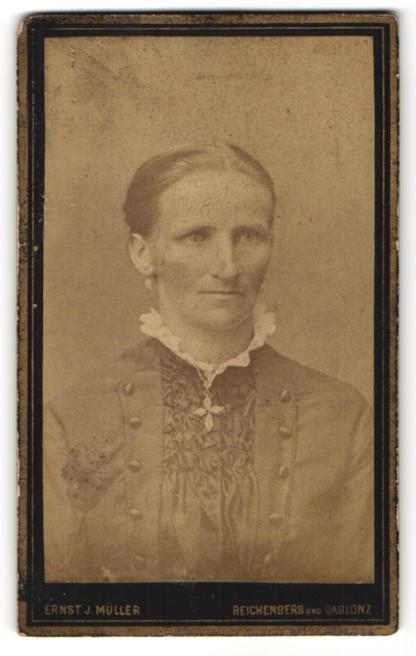 Fotografie Ernst J. Müller, Reichenberg & Gablonz, Portrait Frau mit zusammengebundenem Haar 0