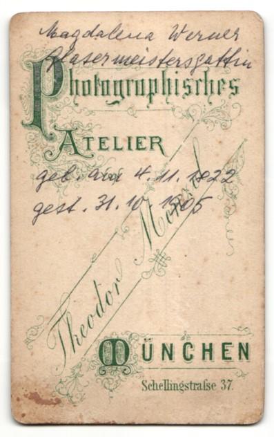 Fotografie Th. Menzel, München, Portrait betagte Dame und kleiner Bub 1
