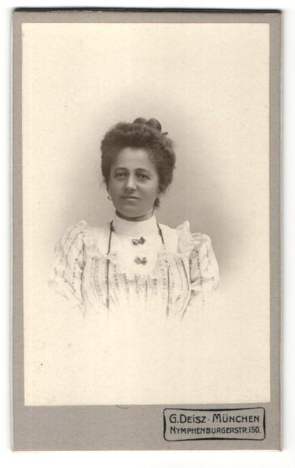 Fotografie G. Deisz, München, Portrait Dame mit Hochsteckfrisur 0