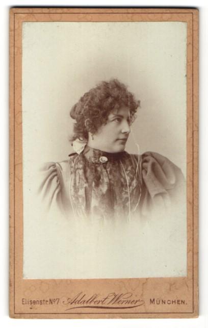 Fotografie Adalbert Werner, München, Portrait Frau mit lockigem Haar 0