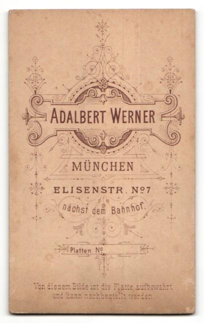 Fotografie Adalbert Werner, München, Portrait Frau mit lockigem Haar 1