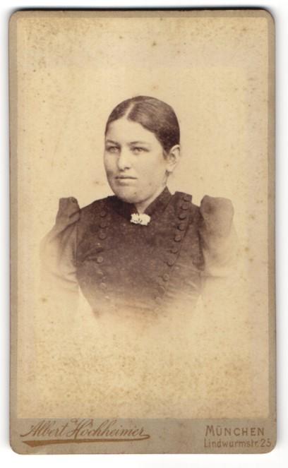 Fotografie Albert Höchheimer, München, Portrait junge Frau mit zusammengebundenem Haar 0