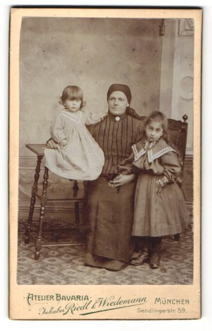 Fotografie Riedl & Wiedemann, München, Portrait Frau und zwei Kinder
