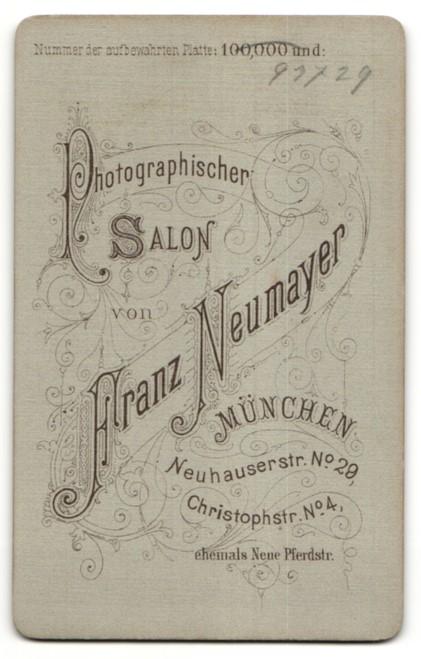 Fotografie Franz Neumayer, München, Portrait Greisin mit Kopftuch 1