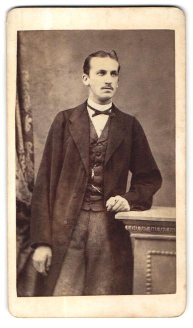 Fotografie Franz Neumayer, München, Portrait junger Herr in Anzug 0