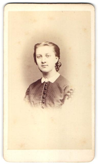 Fotografie Franz Neumayer, München, Portrait Fräulein mit zusammengebundenem Haar