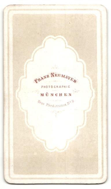 Fotografie Franz Neumayer, München, Portrait Fräulein mit zusammengebundenem Haar 1